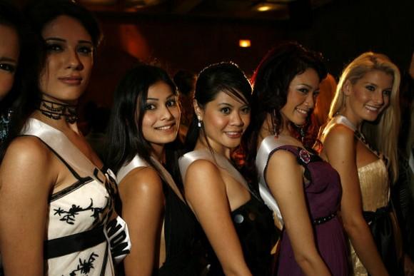 """""""In Indien sind sie Superstars, im Rest der Welt kennt sie kaum jemand: Die beiden Schauspielerinnen und Models Lisa Haydon und Puja Gupta sind die neuen Markenbotschafterinnen des Luzerner Uhrenherstellers Carl F. Bucherer. """"  Bollywoodstars werben für Schweizer Uhren 89132 4KaQvVfmYJbmF86SEiHZKA"""