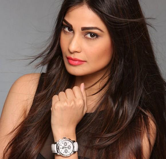 """""""In Indien sind sie Superstars, im Rest der Welt kennt sie kaum jemand: Die beiden Schauspielerinnen und Models Lisa Haydon und Puja Gupta sind die neuen Markenbotschafterinnen des Luzerner Uhrenherstellers Carl F. Bucherer. """"  Bollywoodstars werben für Schweizer Uhren 89132 wa7ViVYtCeSiGHHzcEz zQ"""