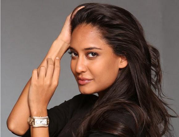 """""""In Indien sind sie Superstars, im Rest der Welt kennt sie kaum jemand: Die beiden Schauspielerinnen und Models Lisa Haydon und Puja Gupta sind die neuen Markenbotschafterinnen des Luzerner Uhrenherstellers Carl F. Bucherer. """"  Bollywoodstars werben für Schweizer Uhren 89132 ytcjqOHWaTfj2T4GQ5F2fA"""