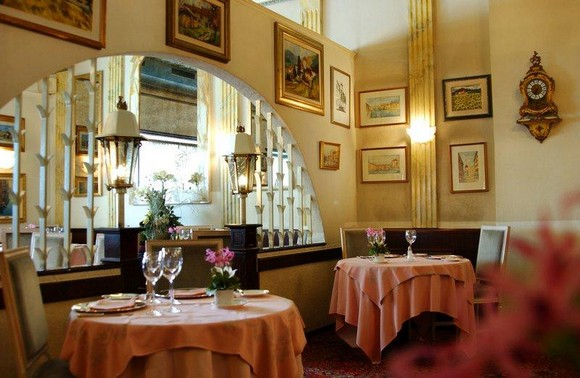 Still in the canton of Vaud – Lausanne, we let you know about the most luxurious design restaurants the city has to offer.  Luxury design restaurants in Lausanne San Marino Restaurant Lausanne