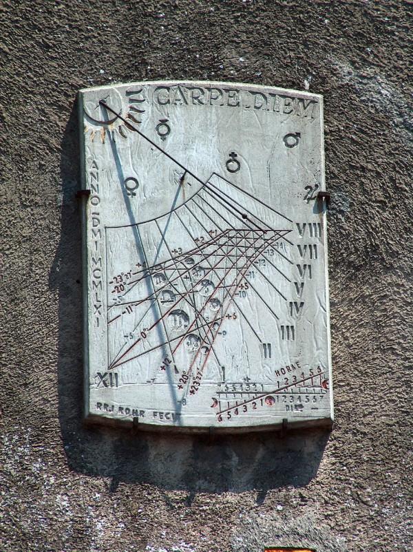 Carcassonne_cadran_solaire  The Chronology Through the Ages Carcassonne cadran solaire e1425471556446