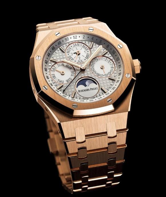 new-gold-timepiece-by-audemars-pigue